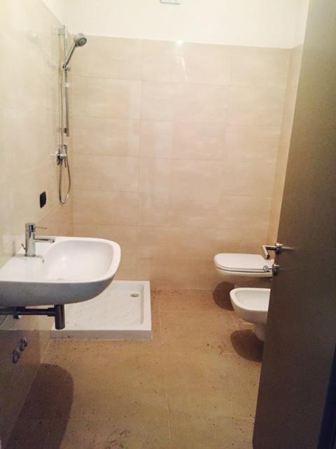 Affitto e vendita appartamenti modena affitti case modena v emanuele ufficio 60 metri - Bagno vittorio emanuele calambrone ...