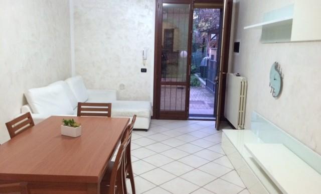 2 - soggiorno con accesso al giardino esclusivo