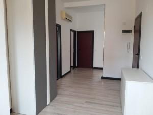 1 -ingresso ampie dimensioni con armadio guardaroba